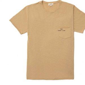 T-shirt manga corta beige con bolsa y logo impreso en la bolsa