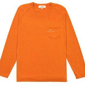 T-shirt manga larga naranja con bolsa y logo impreso en la bolsa
