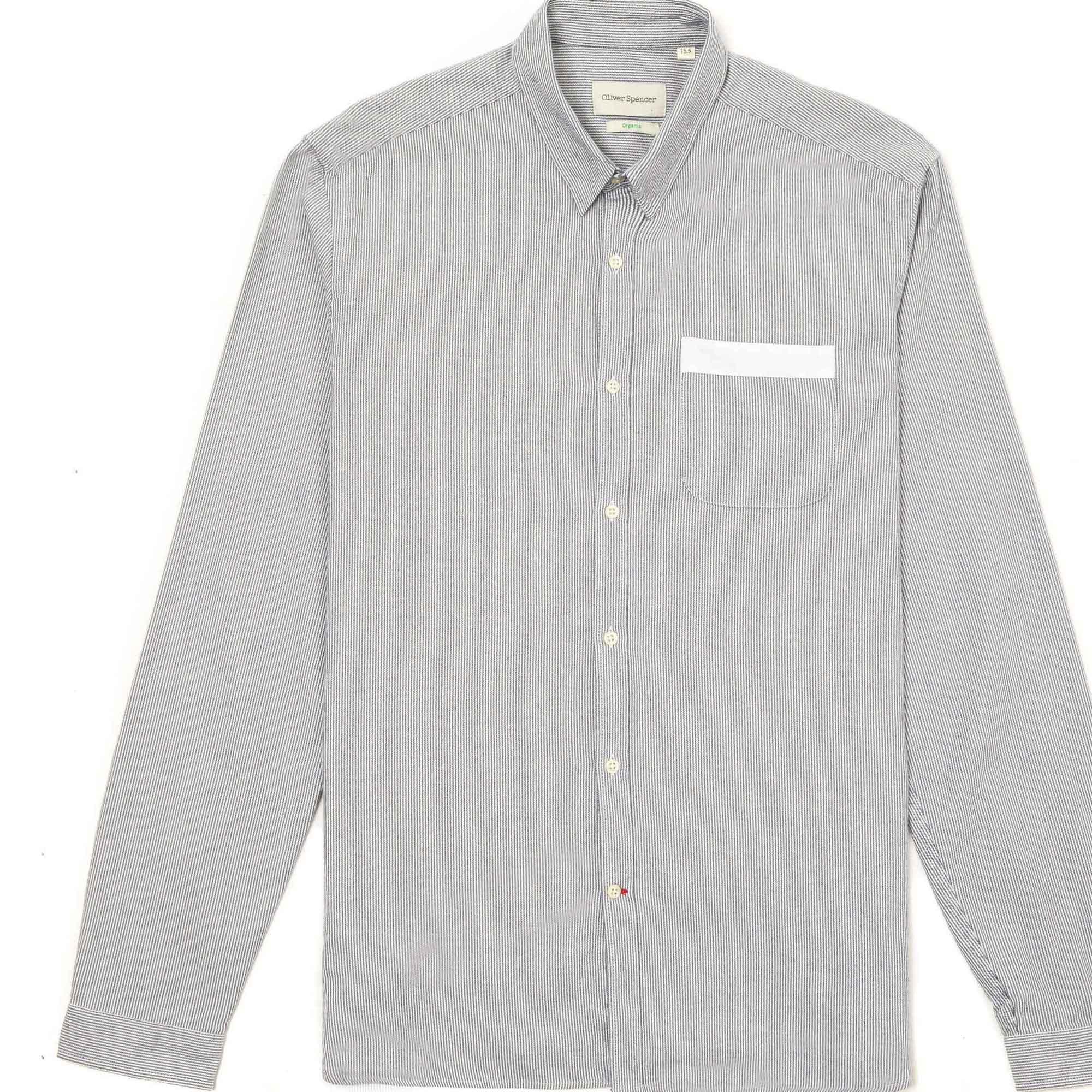 Camisa azul marino franja blanca en la bolsa