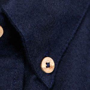 Camisa de franela azul marino botones de madera